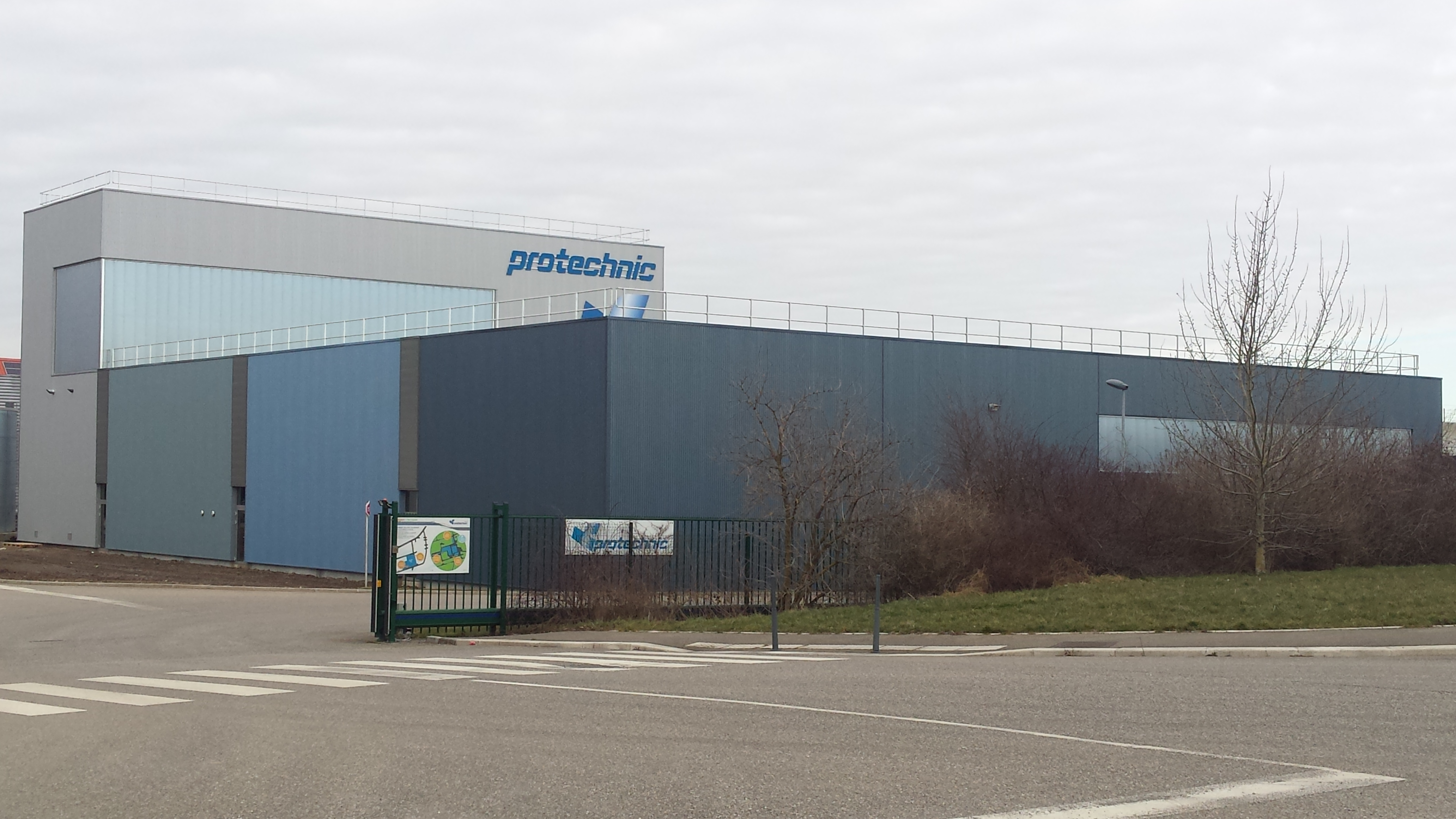02 - 6013710 - Hall indus Protechnic - Cernay - photo apräs - 2014